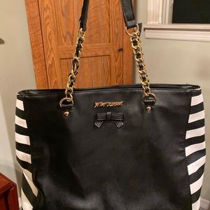 Betsey Johnson Bag used in good condition